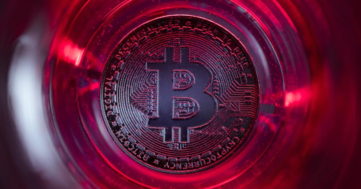 Bitcoin whales sell.jpg