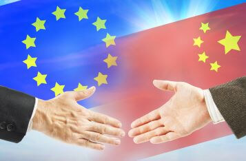 应用去美元化?央行:中国人民银行与欧洲中央银行续签了双边本币互换协议