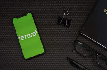 eToro Plans to Launch Debit Card in UK Ahead of Robinhood