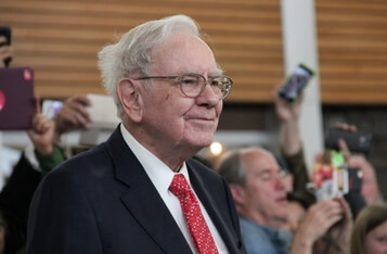 Warren Buffett Changes Attitude on Gold, Not Bitcoin Reminds Peter Schiff