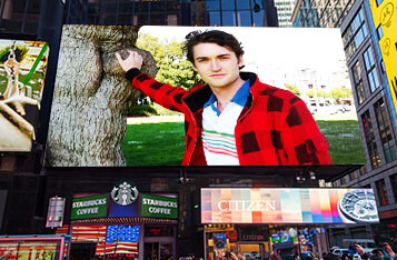 New York Times Square Billboard Demands Release of Silk Road Darknet Drug Trafficker