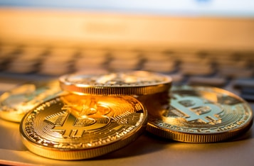 Will Bitcoin Replace Gold as A 'Traditional Safe-Haven Asset?' Experts Debate